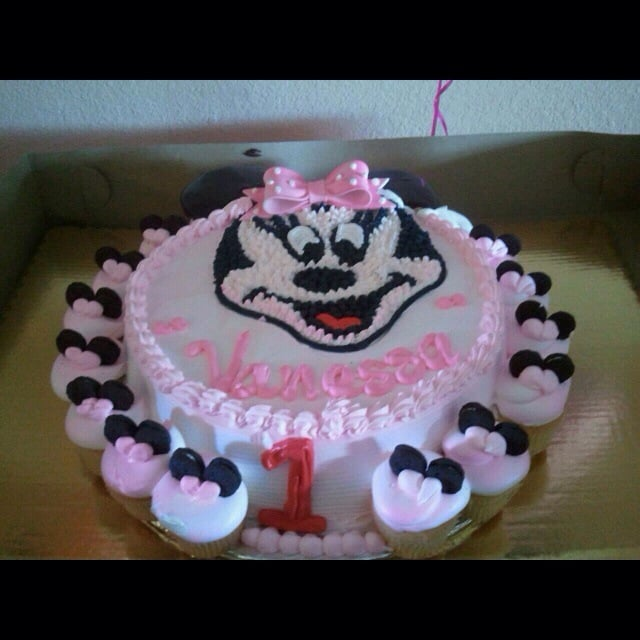Minnie Mouse cake with Oreo ears for cupcakes chocolate marble