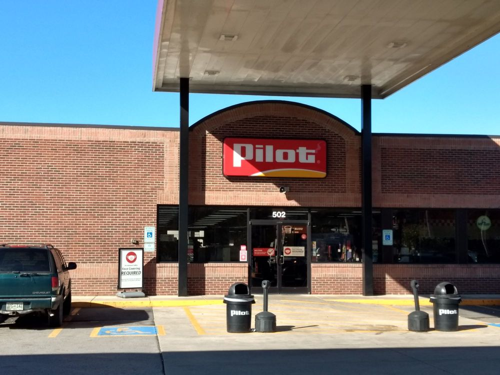 Pilot Travel Center: 502 Gordonsville Hwy, Gordonsville, TN