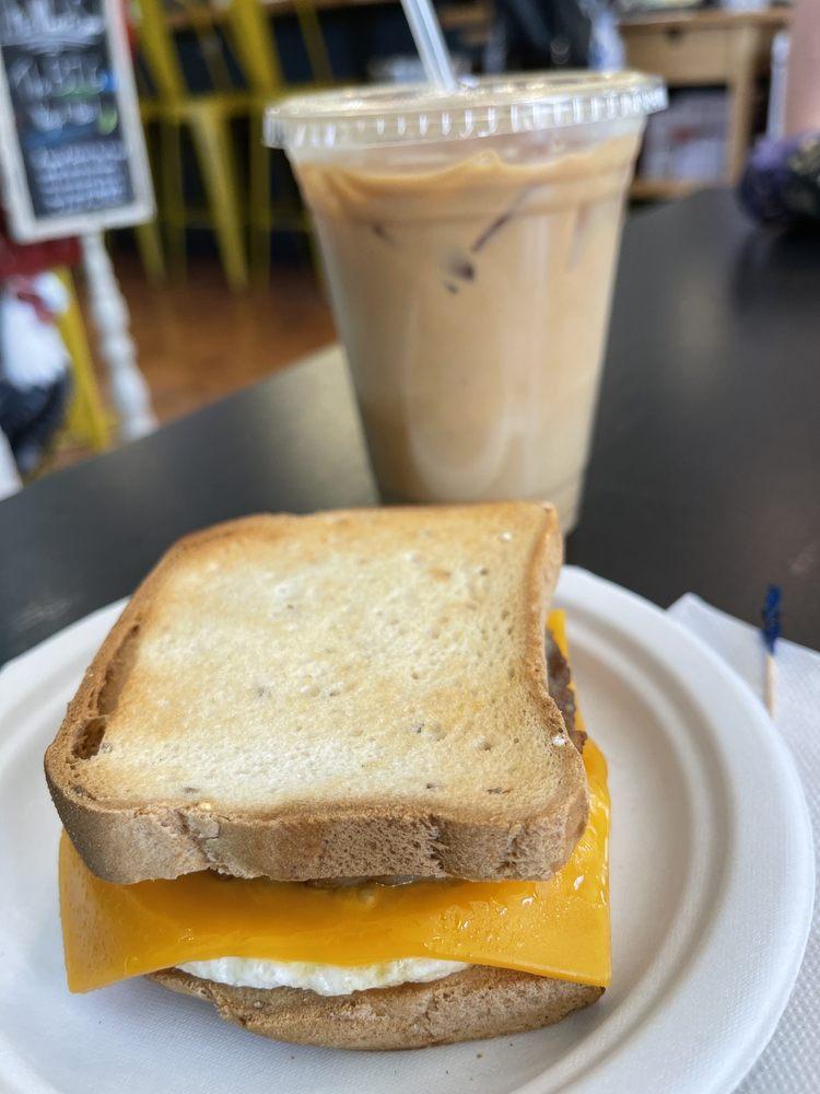 Hideaway Cafe: 141 S Loudoun St, Winchester, VA