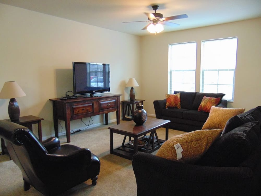 Tuckaway at Frontier Apartments: 546 Frontier Rd, Lawrence, KS