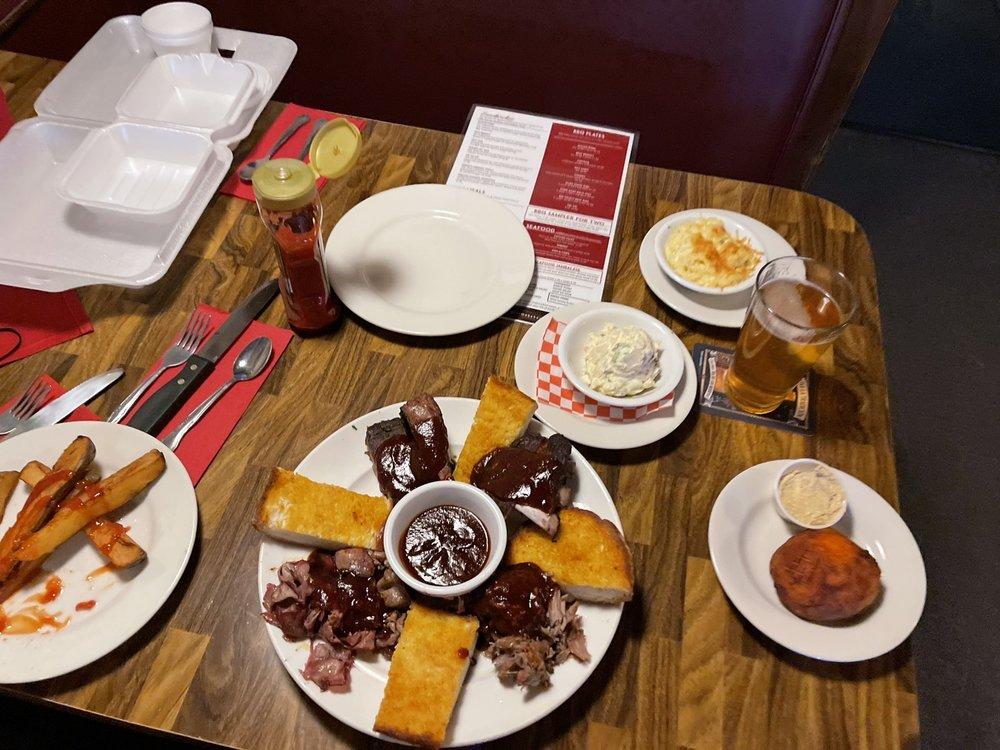 Sweet's Smokehouse Bar & Grill: 124 S Harvard St, Hemet, CA