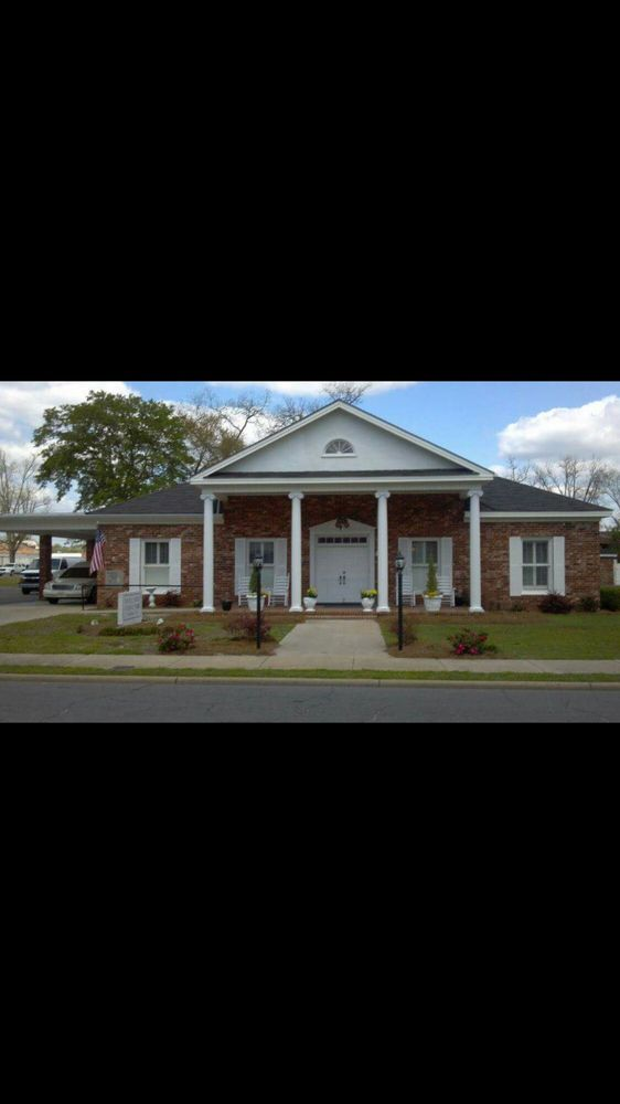 Nobles Funeral Home & Crematory: 85 Anthony St, Baxley, GA