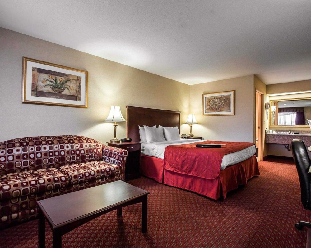 Clarion Inn Near Colorado River: 900 W Hobson Way, Blythe, CA