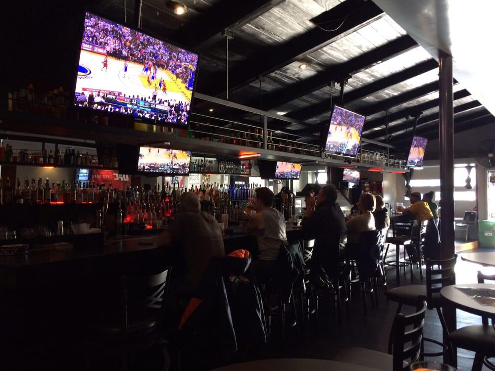 Halftime Sports Bar