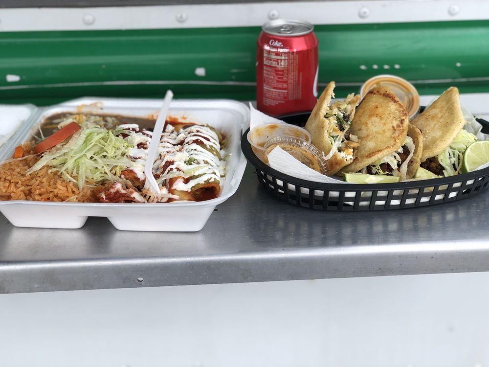 Food from Alamilla's Taquería