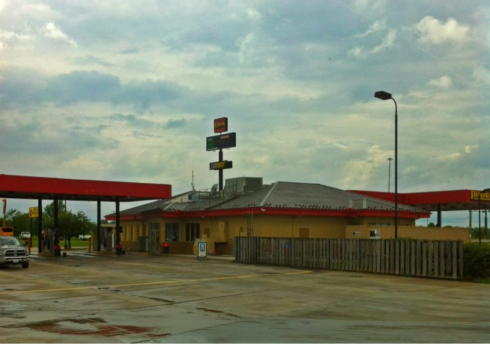 Pilot Travel Center: 15151 W Commerce Rd, Daleville, IN