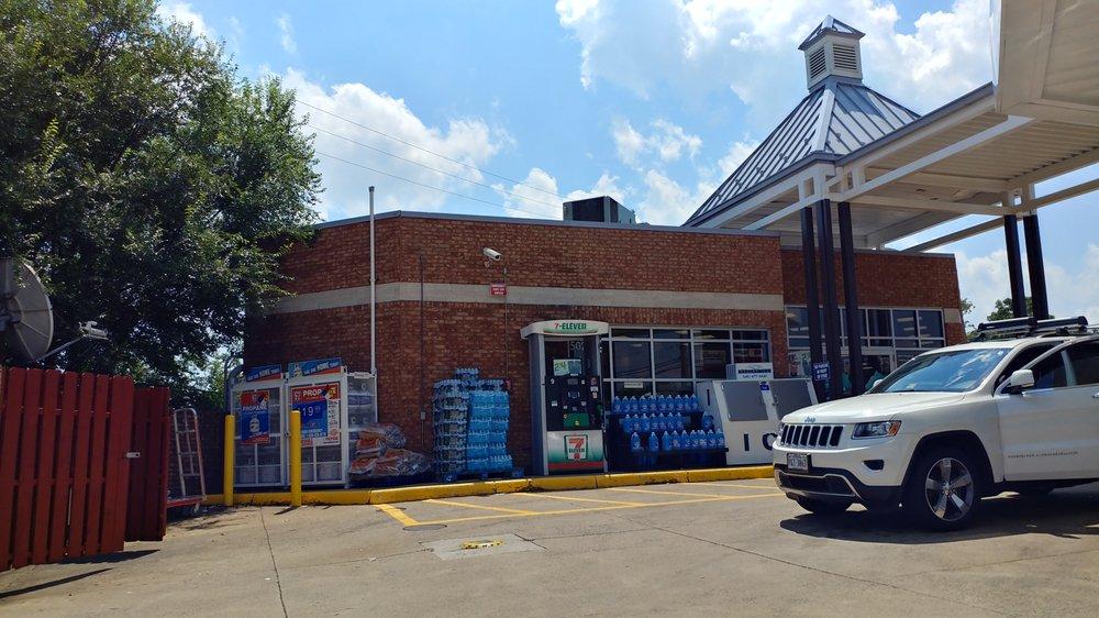 7-Eleven: 502 S King St, Leesburg, VA