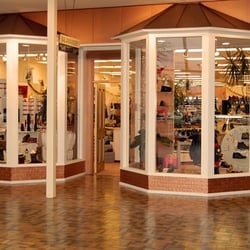 Oak Mill Mall Shoe Store