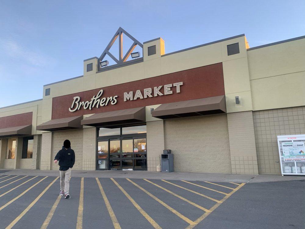 Brothers Market: 402 E Price Ave, Savannah, MO