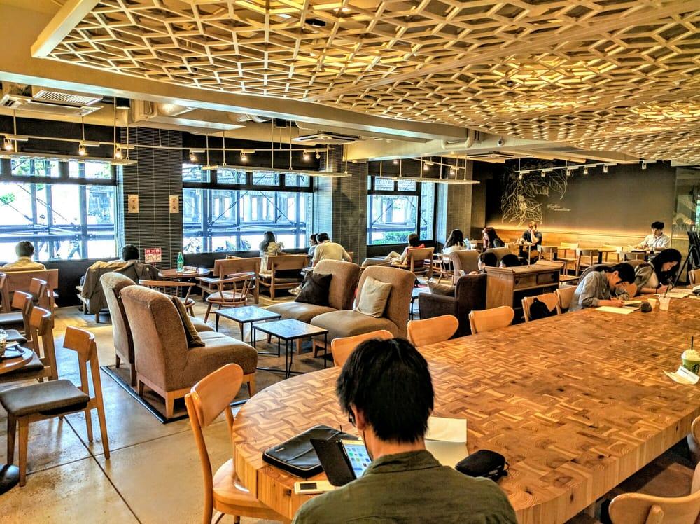 スターバックス 京都三条大橋店 - 日本, 京都府京都市. 3人以上で楽しむなら、地下席がオススメ!