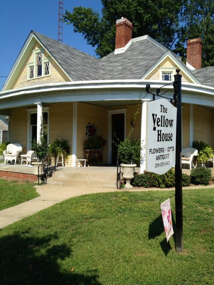Yellow House: 490 Main St, Calhoun, KY