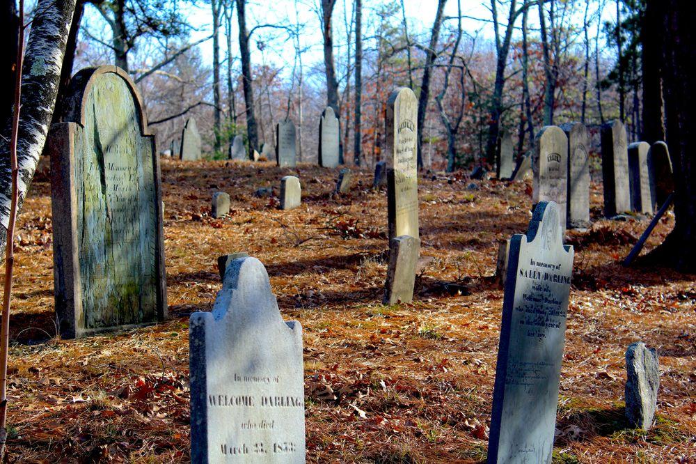 Elder Ballou Cemetery: Elder Ballou Mtg House Rd, Cumberland, RI