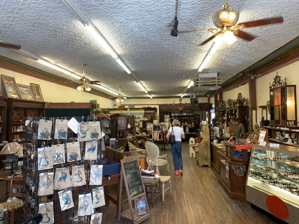 Vintage Antiques & Snazzy Things: 109 W Holland Ave, Alpine, TX