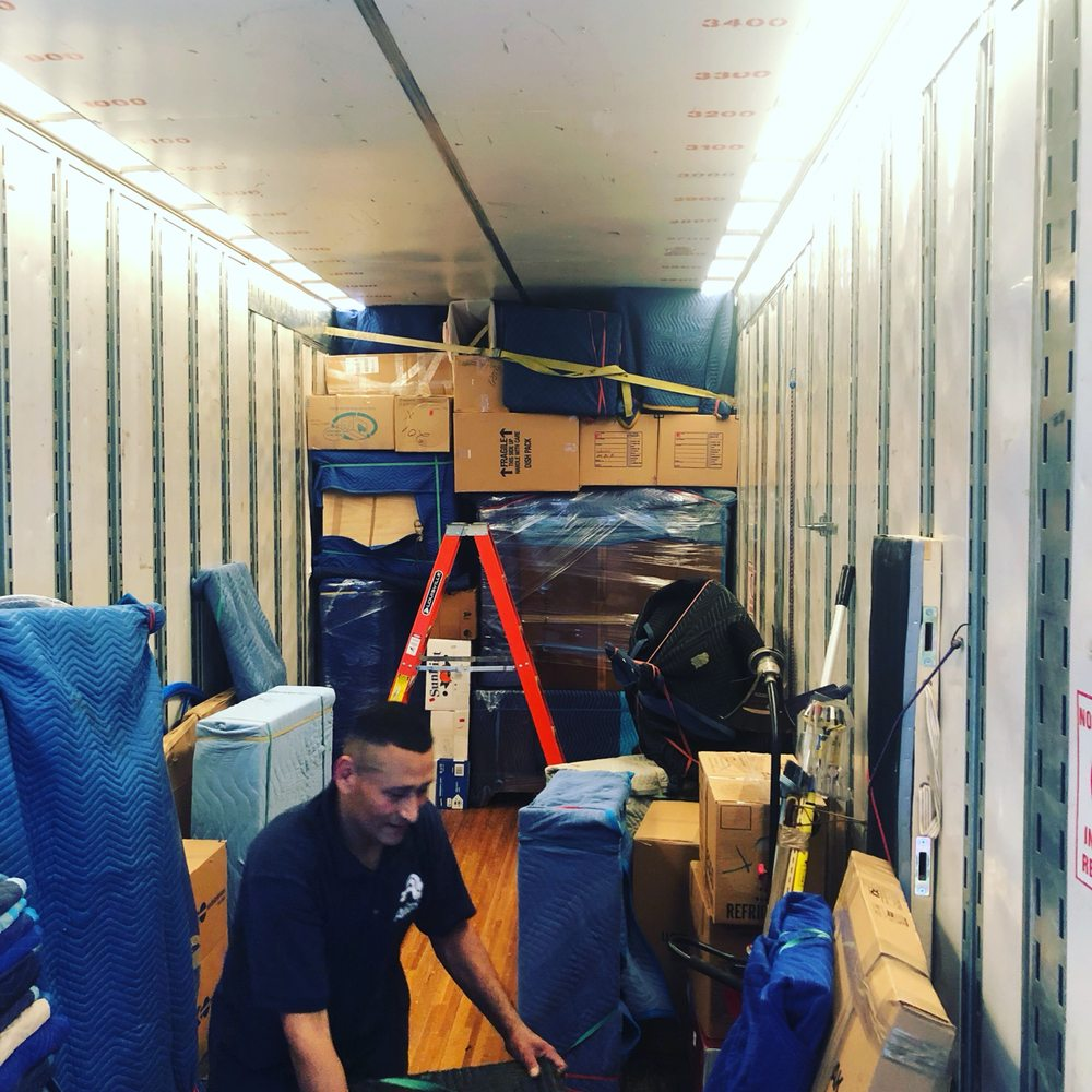 Lloyd's Transfer & Storage: 409 E Main St, Berryville, VA