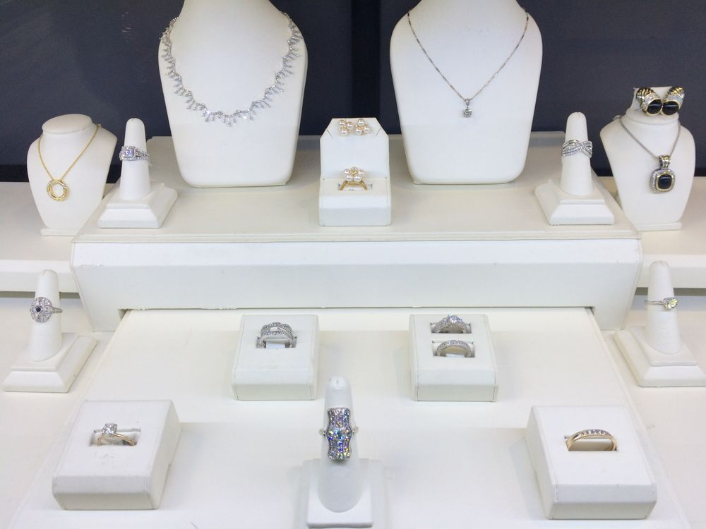 Town square jewelers 10 reviews jewellery 101 for Jewelry consignment shops near me