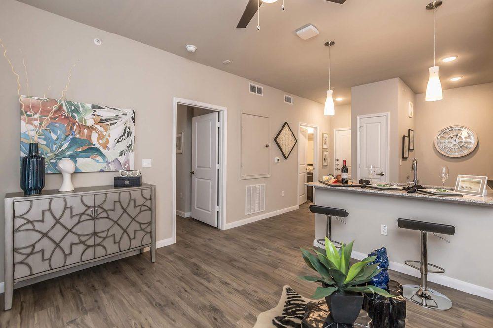 Hunters Crossing Apartment Homes: 1006 Home Depot Way, Bastrop, TX