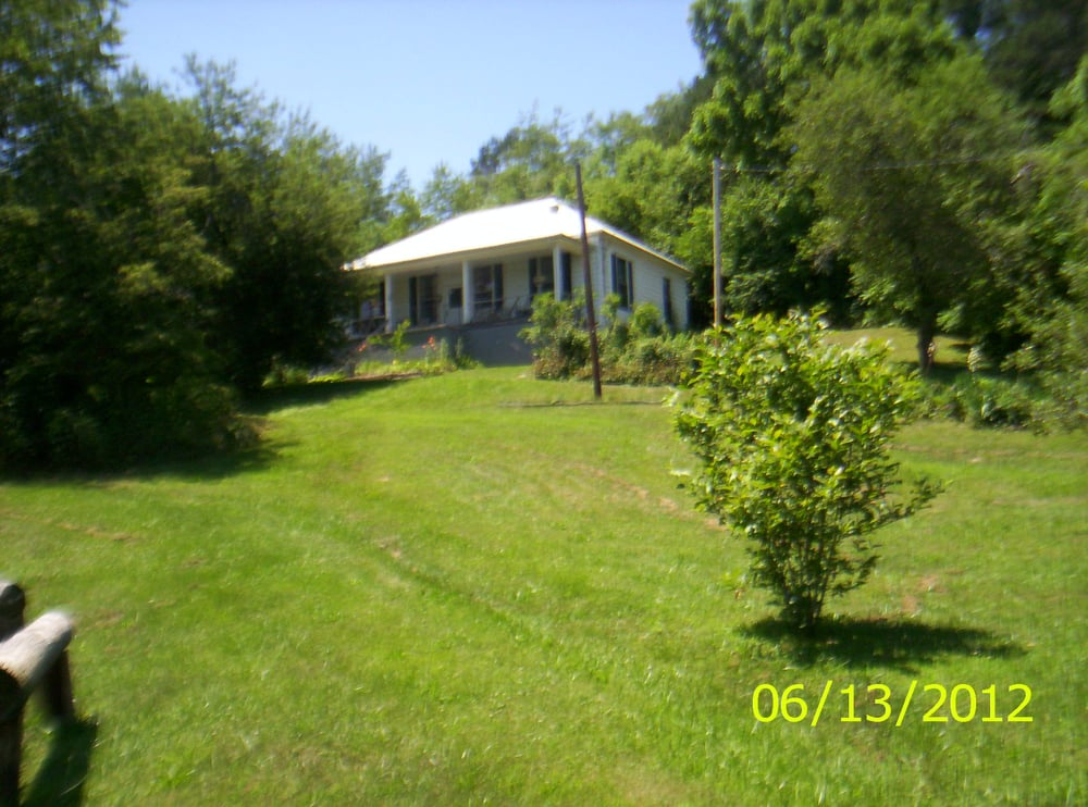 Linda's Victorian Rose: 496 Ky 30 W, Booneville, KY