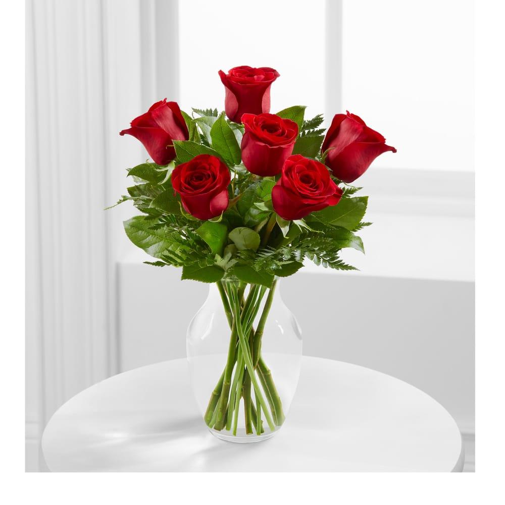 Bonnie's Floral: 205 Center St W, Roseau, MN