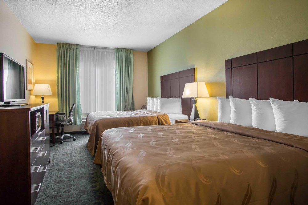 Quality Inn & Suites: 1707 W Market St, Bloomington, IL