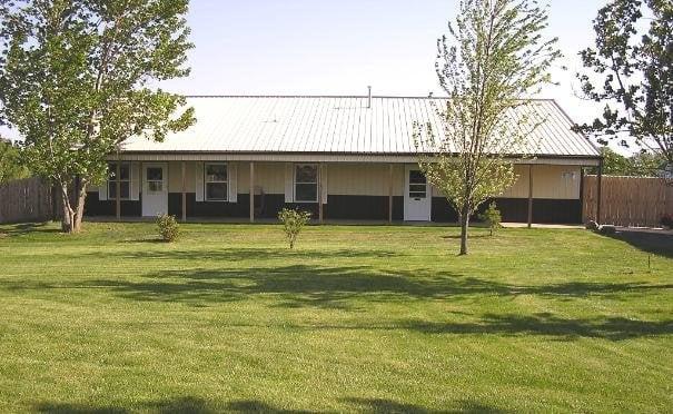 Dog Days Inn Pet Resort & Spa: 19311 W Goodwin Rd, Wilmington, IL