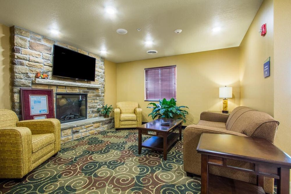 Cobblestone Inn & Suites - Corry: 864 E Columbus Ave, Corry, PA