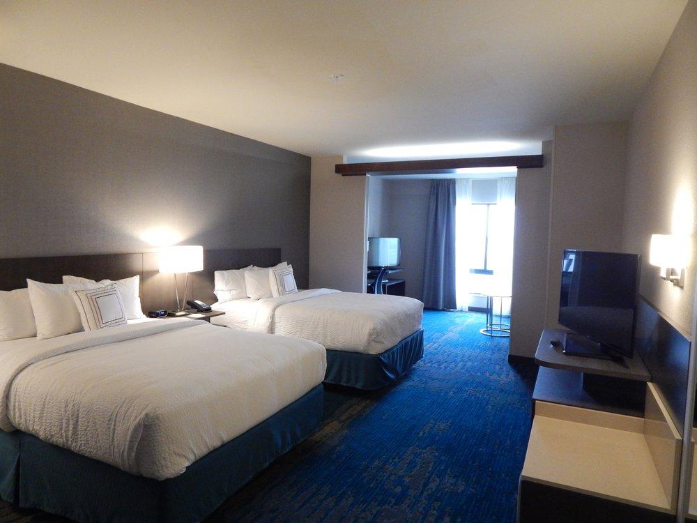 Fairfield Inn & Suites by Marriott Des Moines Altoona: 460 Bass Pro Dr NW, Altoona, IA