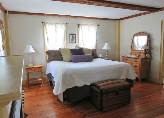 Stonewall Farm Bed & Breakfast: 235 Windsor Rd, Hillsboro, NH