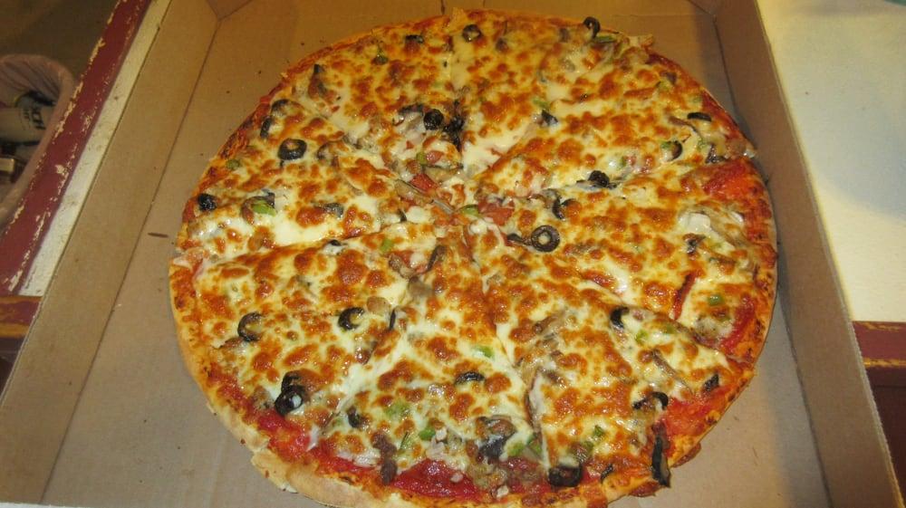 Joe's Pizza: 608 S River Park Dr, Guttenberg, IA