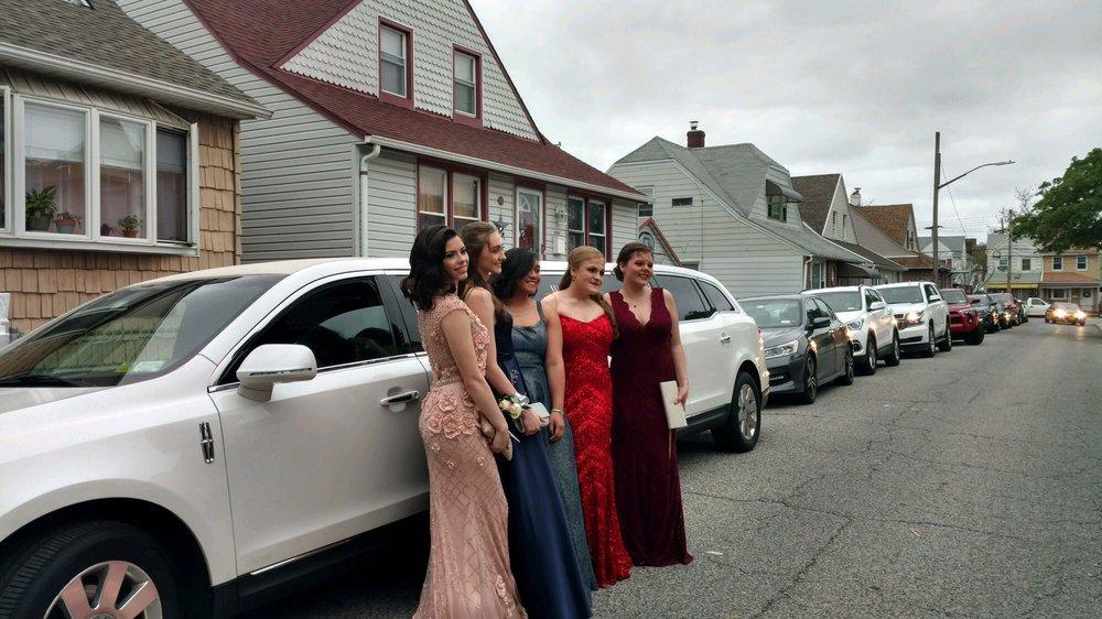 Clique Limousine Service: 1371 5th Ave, Bay Shore, NY