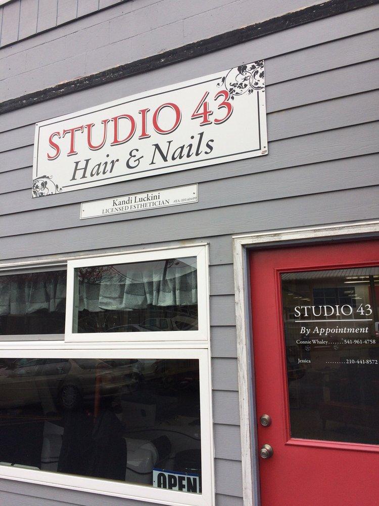 Studio 43: 147 SE 2nd, Newport, OR
