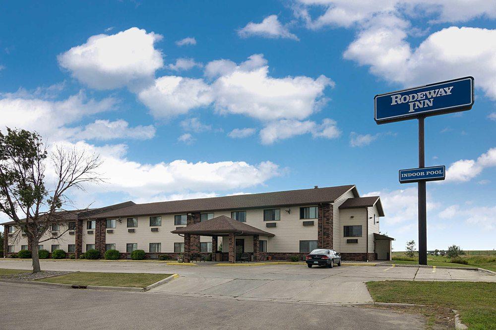 Rodeway Inn: 209 13th St, S, Wahpeton, ND