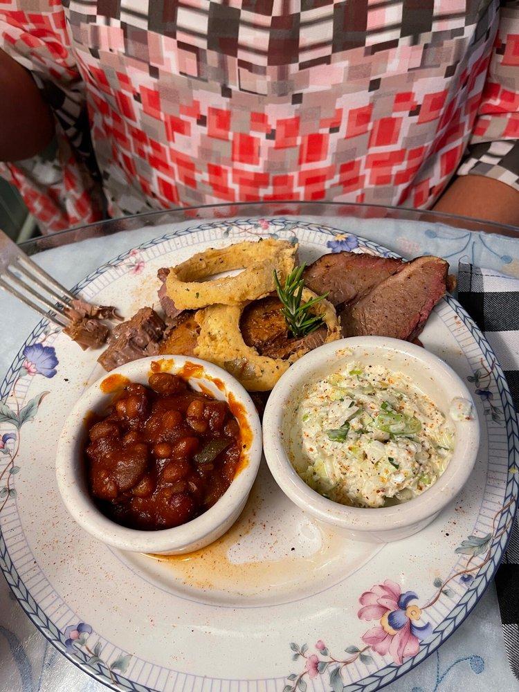 Miz Kathi's Cotillion Cafe & Sweetery: 101 N Main St, Wildwood, FL