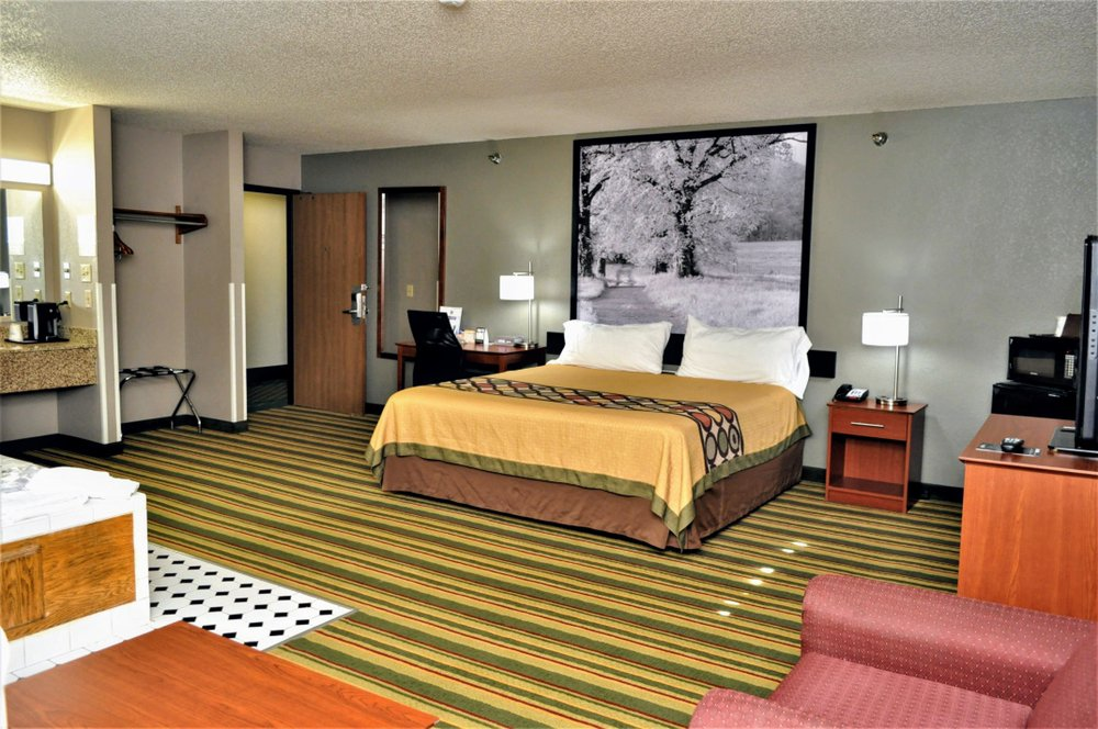 Super 8 by Wyndham Clearfield: 14597 Clearfield Shawville Hwy, Clearfield, PA