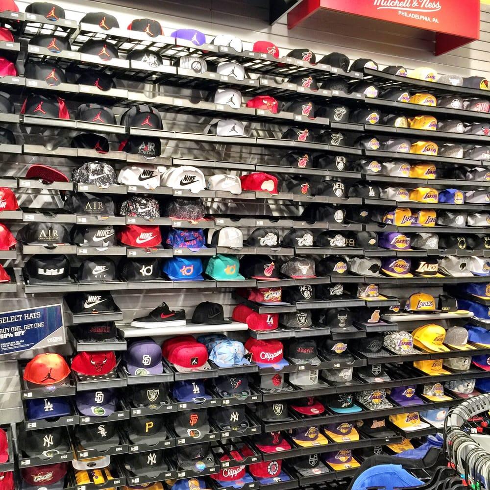 b3d219da9bf9fd Champs Sports - 10 Photos   13 Reviews - Men s Clothing - 1430 Plaza ...