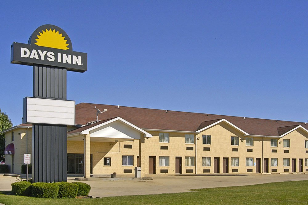 Days Inn By Wyndham Charleston Hotels 810 West Lincoln Il Phone Number Yelp