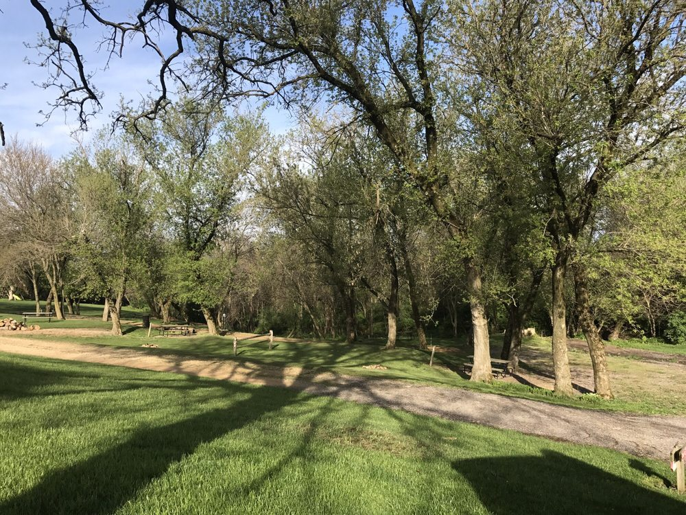 Vel Terra Campground: 1478 S Vel Terra Rd, Elizabeth, IL