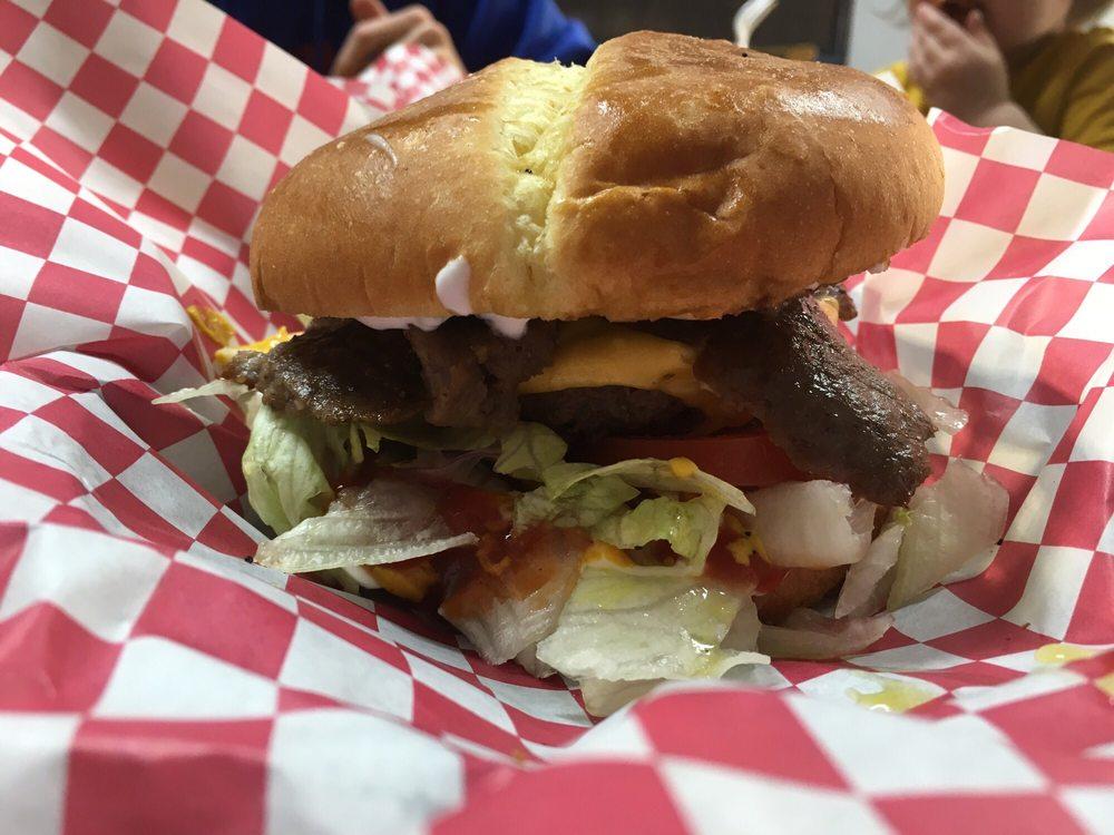 Thomas' Taste of Chicago: 105 W 7th St, Junction City, KS