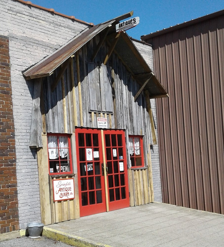 Springfield Antique Barn: 700 Willow St, Springfield, TN