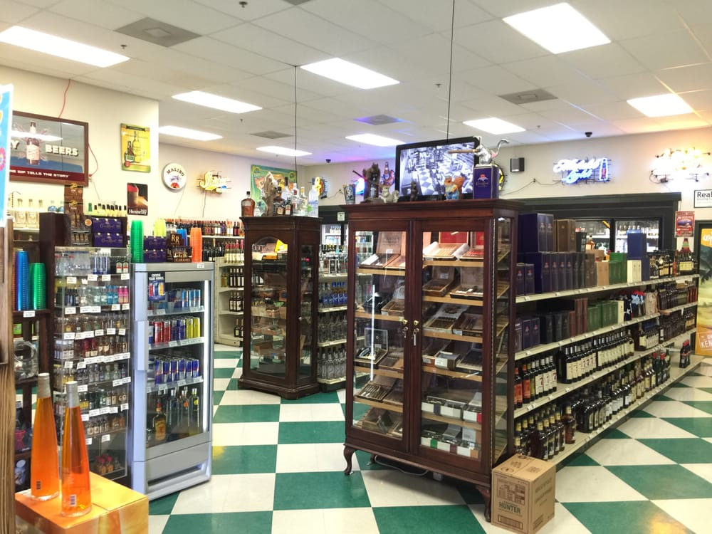 Squirrely's Liquor: 1701 S Brahma Blvd, Kingsville, TX