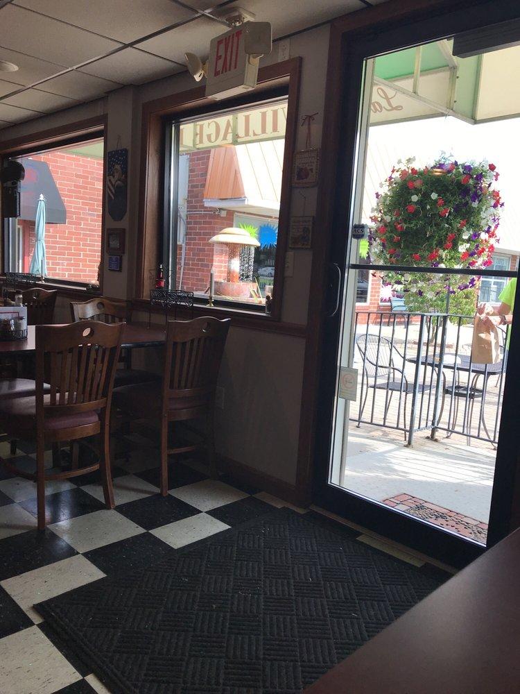 LaGrange Village Pizza: 118 Public Sq, Lagrange, OH