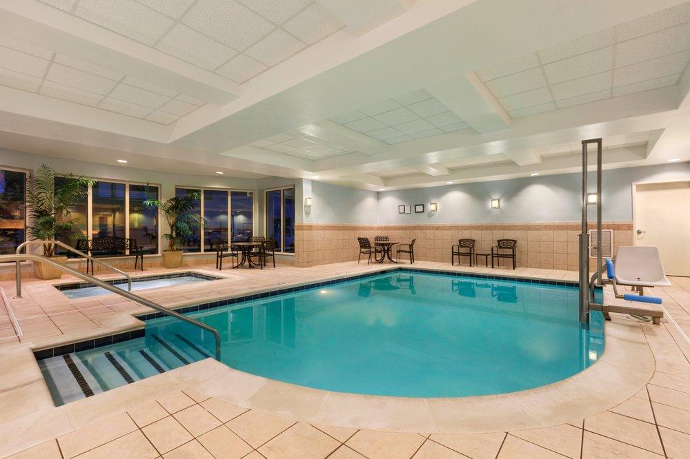 Hilton Garden Inn Dulles North: 22400 Flagstaff Plz, Ashburn, VA