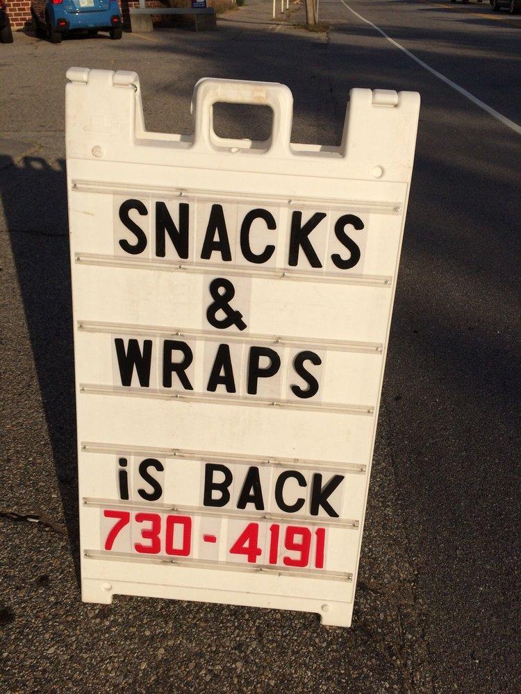 Tilton Snacks & Wraps: 949 Laconia Rd, Tilton, NH