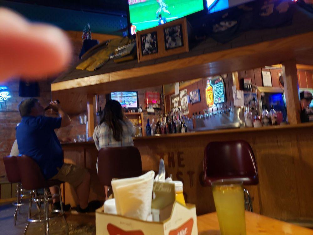Cornerstone Pub: 901 Broadway St, Emmetsburg, IA