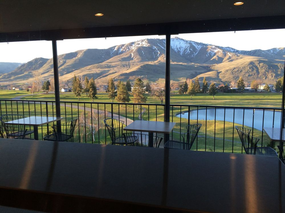 CJ's on the Course: 1501 Golf Course Dr, Chelan, WA