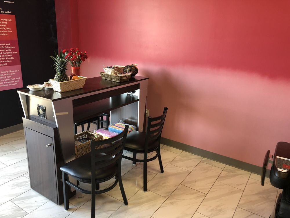 Nail It Salon Spa: 4440 Broadway St, Quincy, IL