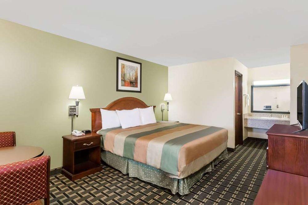 Days Inn by Wyndham Blakely: 1097 Arlington Avenue, Blakely, GA