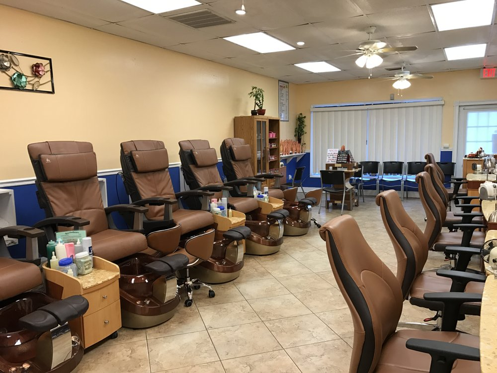 King's Nails: 7211 49th St, Pinellas Park, FL