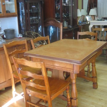 Enamel top kitchen table w/6 chairs. Made in Americal ...