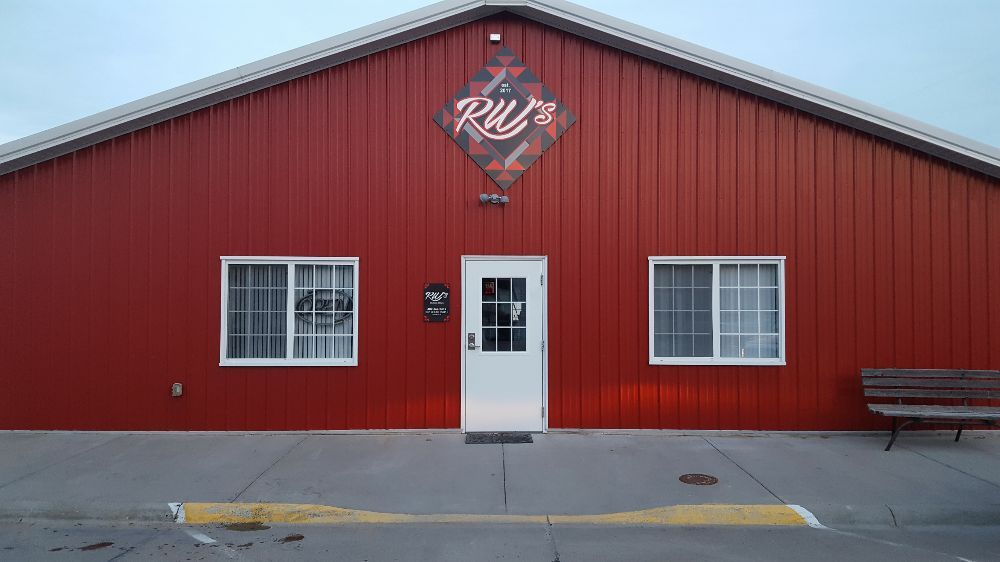 RW's Dining & Drinks: 102 S Maple Ave, Davenport, NE