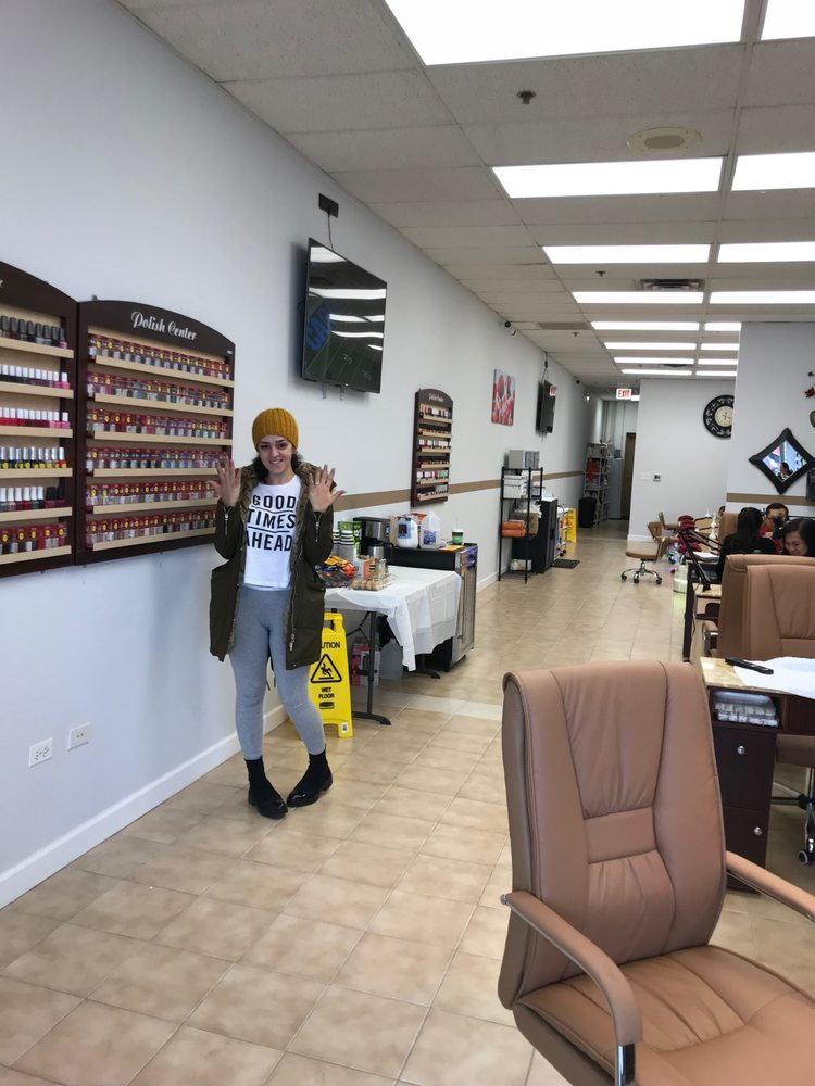 Windy City Nails & Spa: 5316 N Milwaukee Ave, Chicago, IL